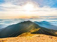 唯美清晨山脉日出全景风景壁纸