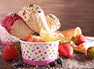 美味可口的水果冰淇淋图片