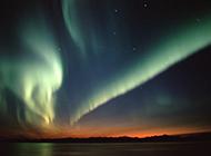 绚丽多彩的南极光简约护眼壁纸