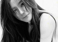最新冷艳气质美女黑白头像图片