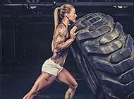 肌肉女生花臂纹身图案