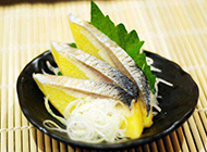 冰鲜的希鲮鱼刺身图片