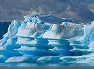 水中唯美的冰山风景图片