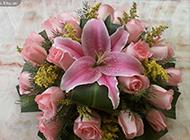 百合与玫瑰花花束图片赏析