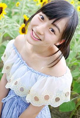 日本清纯妹子铃木茜音户外图片