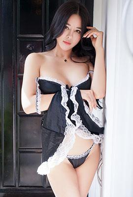 性感妹子叶佳颐白皙丰满写真照