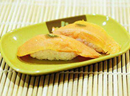 鲜美的香芒三文鱼寿司图片