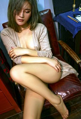 长发美女阿朱大胆人体艺术摄影图片