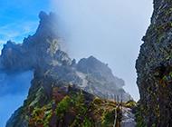 山间云雾缭绕风景图片壁纸