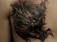 经典帅气的男性胸部麒麟纹身