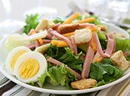 清爽可口的鸡蛋火腿蔬菜沙拉图片