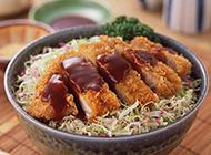 鲜甜美味的日式炸猪排拉面图片