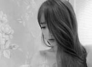非主流长发女生黑白微信头像