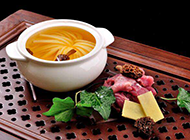 美味的羊肚菌炖汤成品图