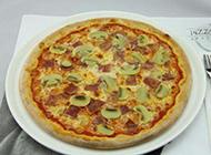 餐厅的培根蘑菇披萨图片