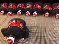 国外爆笑恶搞可口可乐制服