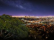 高空视角的繁华城市夜景图片