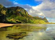 清澈的美丽海岛绿色风景图片