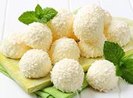 冰凉诱人的香草椰蓉冰淇淋球图片
