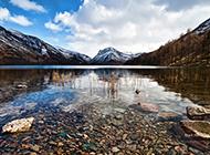 宁静清新的湖泊风景图片