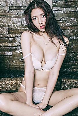 台湾气质女神Niki Wang撩人诱惑比基尼私房照