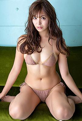 日本模特性感妩媚大尺度写真