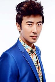 中国演员高梓淇西装帅气写真