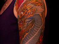 色彩明艳的手臂麒麟纹身图案