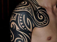 男生半甲部落图腾刺青纹身图片