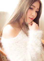最美白衣女神性感人体俏皮写真