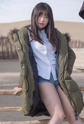 清纯系美女周闻沙漠摄影写真图片