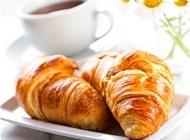 苦咖啡图片 牛角面包与咖啡图片