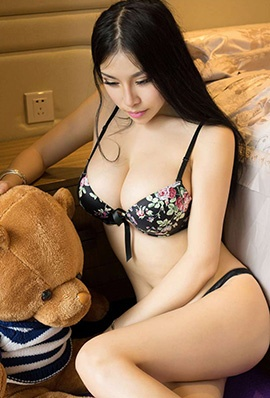足球宝贝杨依私房大尺度人体艺术写真