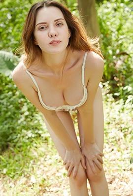 欧美美女Rola丛林内衣写真美乳诱人