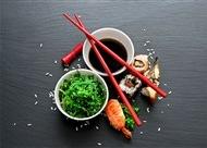 三文鱼寿司卷图片 美味的三文鱼寿司高清摄影图片