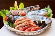 虾子和鱼餐饮海报