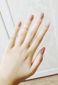 简单又好看的显白裸色方头长指甲美甲图片