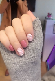 小清新粉色美甲款式韩国光疗美甲图片