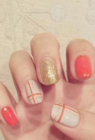 2017新款好看的橙色和白色搭配金色亮片指甲油美甲款式图案