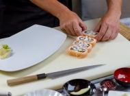 美味的寿司制作图片
