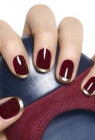 简单的酒红色加金色短指甲法式美甲图片