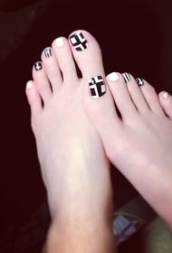简单又好看的黑白搭配脚趾甲彩绘美甲图片