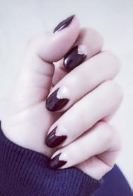 简单的黑色时尚椭圆形光疗美甲图片