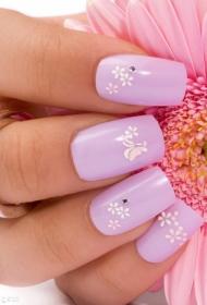 浅紫色搭配白色小菊花彩绘方头美甲图片