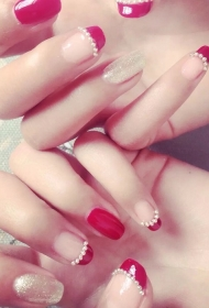 大红色珍珠装饰法式新娘美甲图片