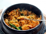 勺子和石锅拌饭