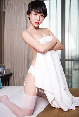 美女模特大悦悦私房性感写真白丝吊带诱人