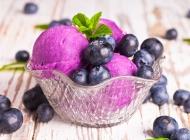 甜筒冰淇淋甜品美食图片