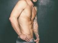 外国明星纹身图片 外国男明星花臂纹身身材迷人