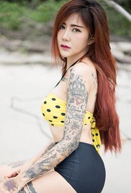 纹身美女Punyaphat Pongsub沙滩比基尼图片